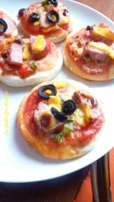 mini-pizzas-brunch-ampaza-in-the-kitchen