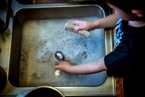 3washing-dishes-1112077_1920
