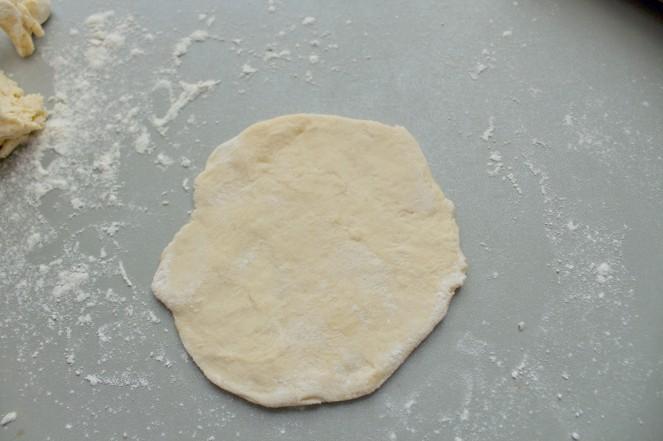 pate-a-pizza-2-ampaza-in-the-kitchen