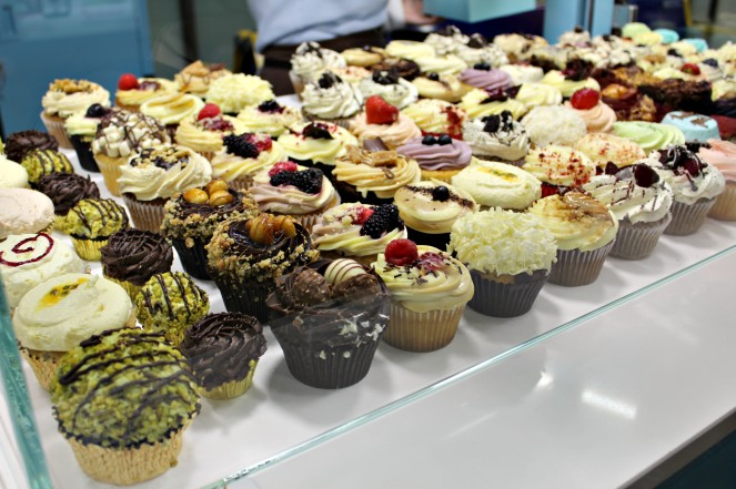 Lolas-cupcakes-1-ampaza-in-the-kitchen